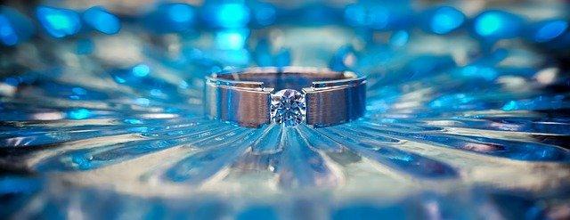ocelový šperk