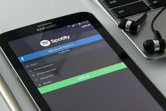 Spoločnosť Spotify dáva na podcasty milióny dolárov