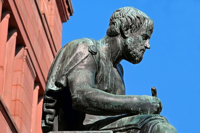 Aristotel , socha.jpg