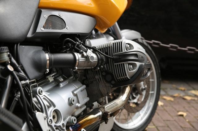 Skráťte si čakanie na jazdu na motorke peknou výbavou už teraz!