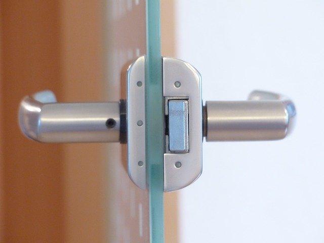 dveře skleněn